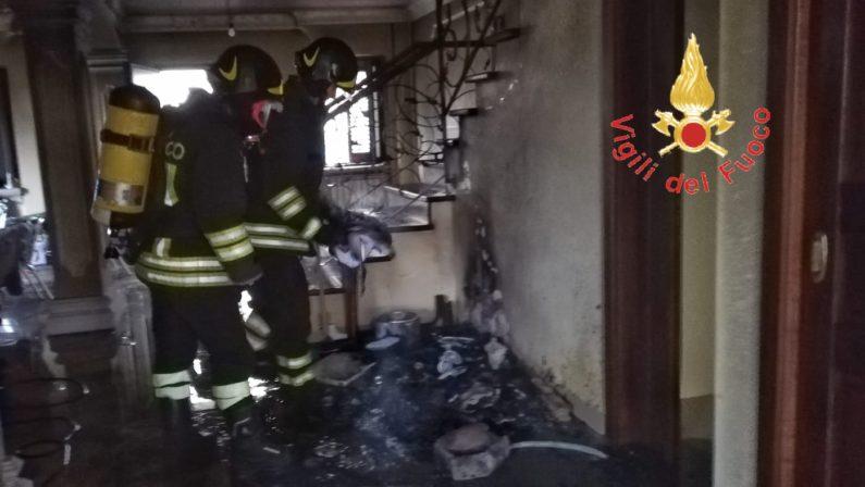 Prende fuoco il presepe, incendio in una casa di Lamezia Terme