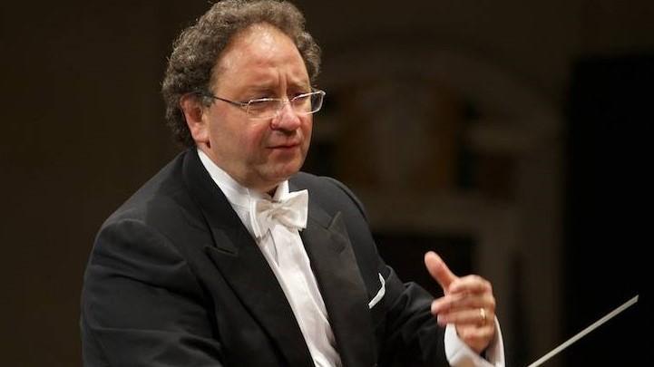 Il Maestro Giuseppe Lanzetta che tradizionalmente dirige il concerto di Mozart a Santa Croce