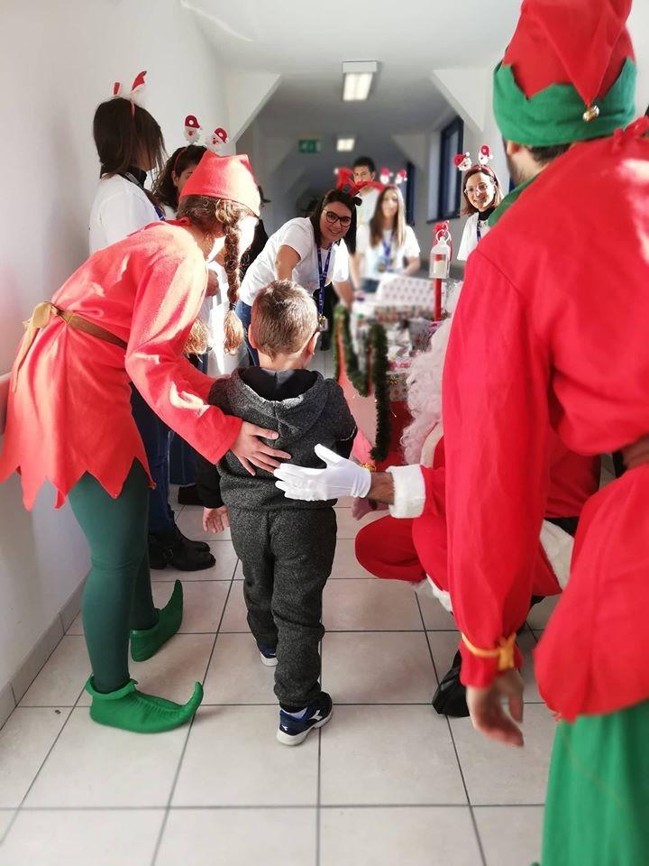 Rubati i regali di Natale destinati ai bimbi di Oncologia pediatrica, scatta la solidarietà