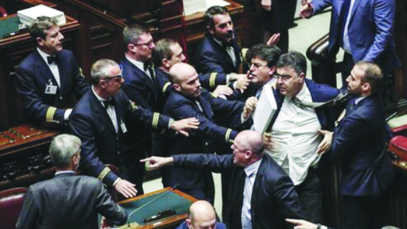 IL TEATRINO DELLA ZUFFA CONTINUA CHE ECCITA LE TIFOSERIE POLITICHE