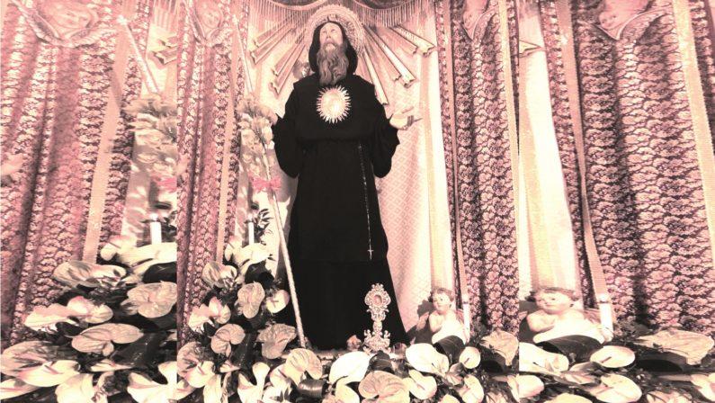 """Castrolibero, l'ufficiale giudiziario """"preleva"""" San Francesco, sgomento tra i fedeli"""