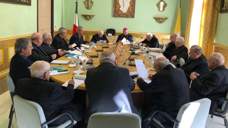L'appello dei vescovi ai calabresi: «Rifuggire dal voto di scambio ed esercitare con matura espressione il proprio voto»