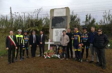 Il viceministro Cancelleri a Lamezia per commemorare i ciclisti morti: «Manca la sicurezza». Nuovi lavori sulla statale 106