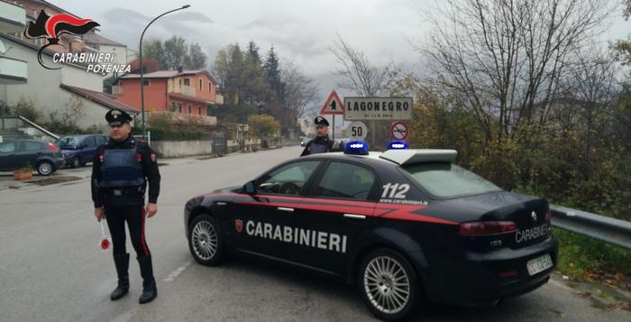 Anziano disperato ruba il cibo, i carabinieri pagano il conto