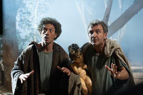 """Ficarra e Picone in una scena del film """"Il primo Natale"""""""