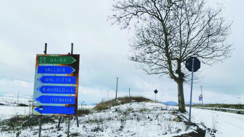 Vento e neve sferzano l'Irpinia