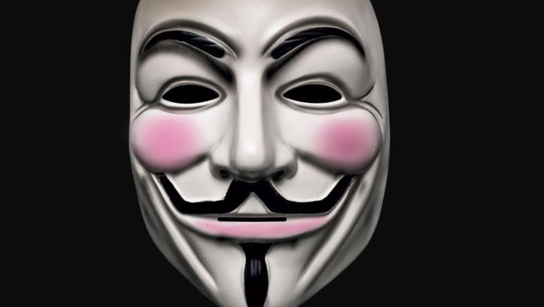 Entra mascherato in una casa di Lamezia per rapinare una donna: arrestato