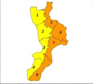 Meteo, allerta arancione per giovedì sulla fascia ionica della Calabria. Scuole chiuse in molti centri