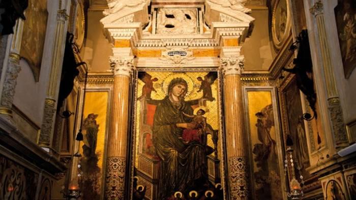 Rubato l'oro della Madonna