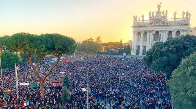 IL PASTONE – Le sardine conquistano Roma. In piazza come fosse Hyde Park