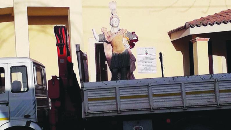 Statua rimossa a Guardavalle, la famiglia che l'aveva donata non c'entra non la 'ndrangheta