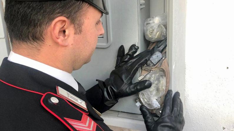 Carabinieri sequestrano occorrente per rapina e oltre 200 dosi di droga