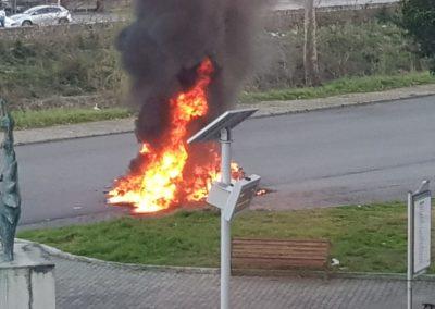 Auto-in-fiamme-castrolibero-5