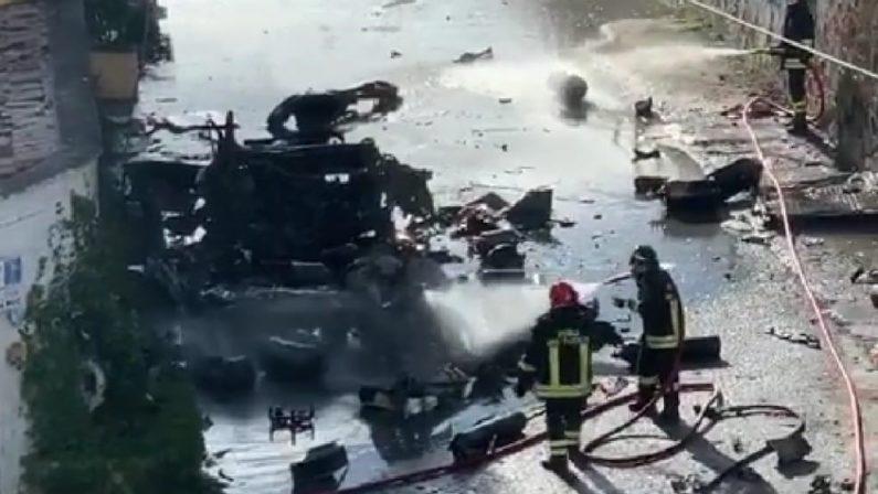Paura a Catanzaro Lido, furgone con bombole di ossigeno a bordo prende fuoco ed esplode
