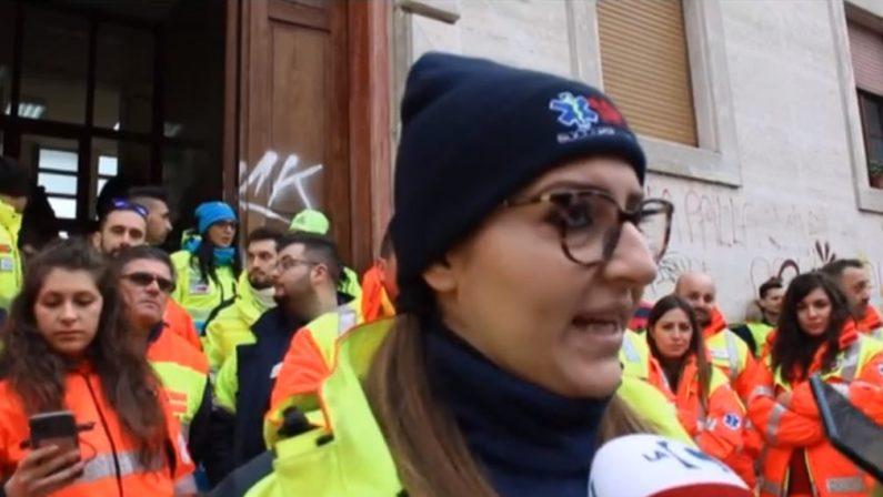 VIDEO - A Cosenza la protesta delle associazioni a supporto del servizio 118