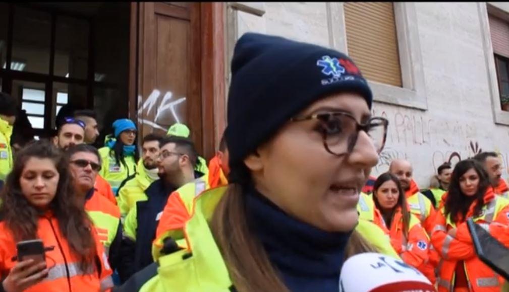VIDEO – A Cosenza la protesta delle associazioni a supporto del servizio 118