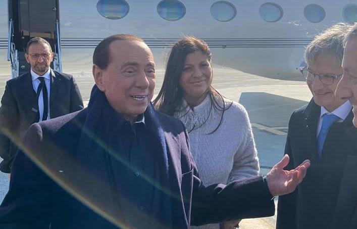 Regionali, Berlusconi arriva in Calabria per sostenere Jole Santelli tra politica e battute