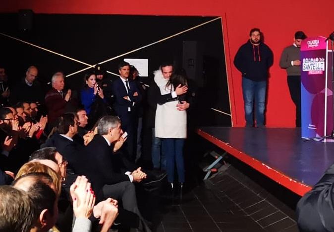 VIDEO - Pace fatta in Forza Italia, l'abbraccio a Cosenza tra Jole Santelli e gli Occhiuto