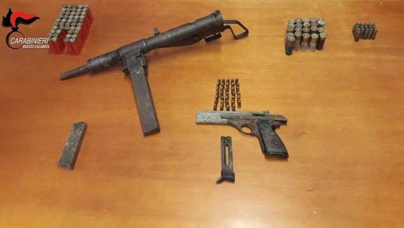Carabinieri scoprono un arsenale nel Reggino, era nascosto in un muretto: una denuncia