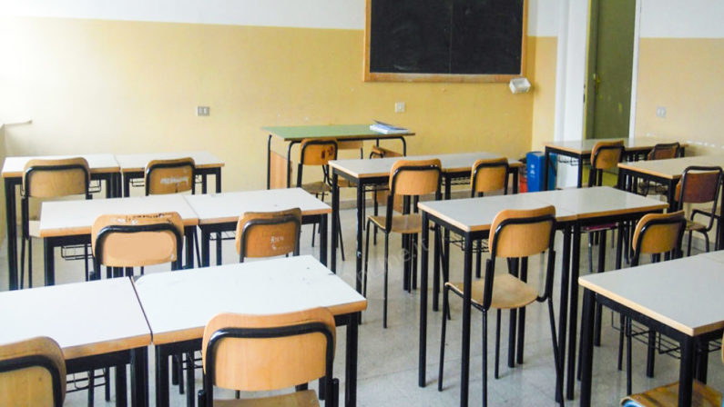 Scuola, i pannelli in plexiglass non risolvono i problemi