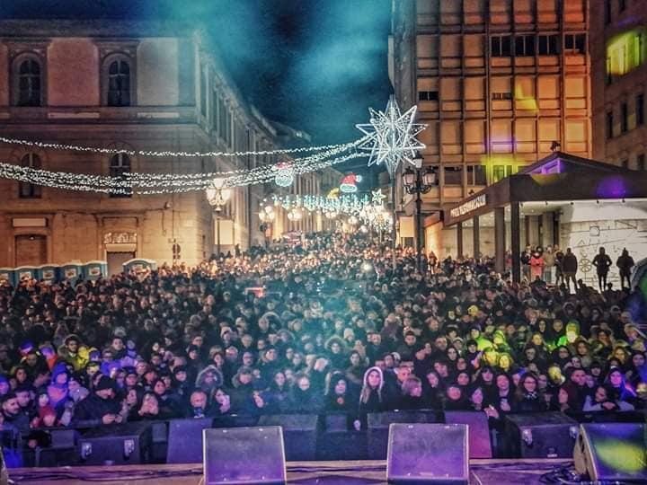 Il successo del Capodanno in piazza a Cosenza e Catanzaro, in migliaia per salutare il 2020