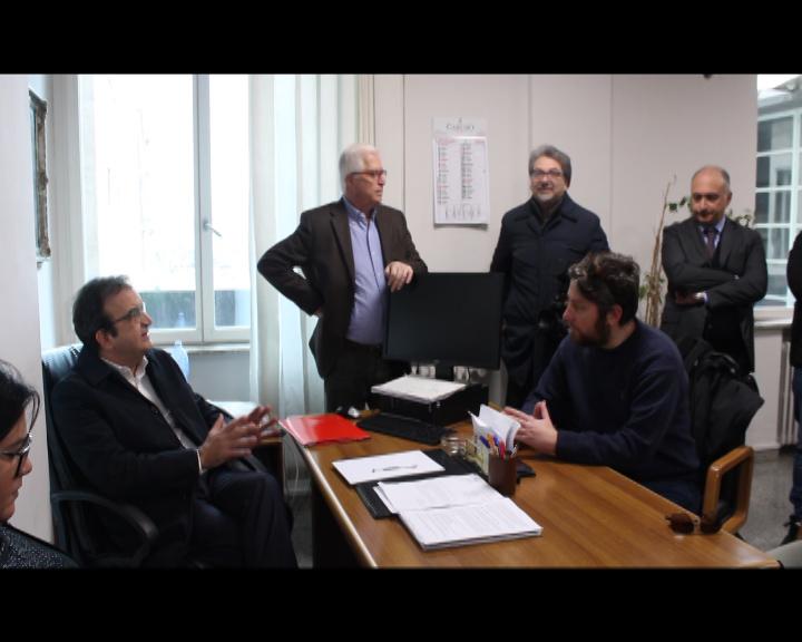 VIDEO - Cosenza, il sindaco Occhiuto incontra il comitato per l'emergenza abitativa