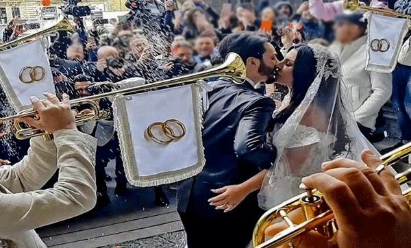 Licenziati 5 ispettori penitenziari musicisti al matrimonio trash