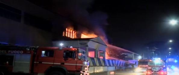 Incendio a Roccapiemonte, verifiche ambientali