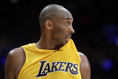 Morte di Kobe Bryant, il messaggio della Viola: «Ti ricorderemo sempre con i nostri colori addosso»