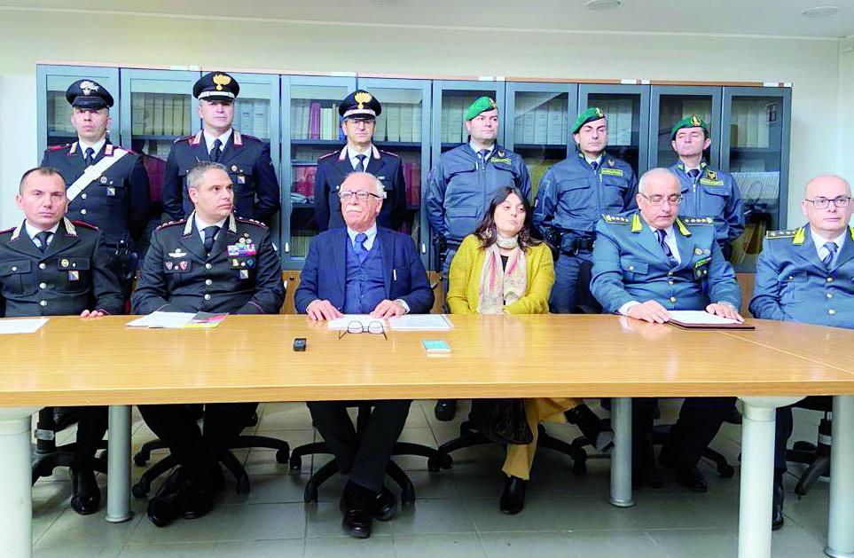 Il procuratore Argentino con i vertici provinciali di carabinieri e Guardia di finanza in Procura