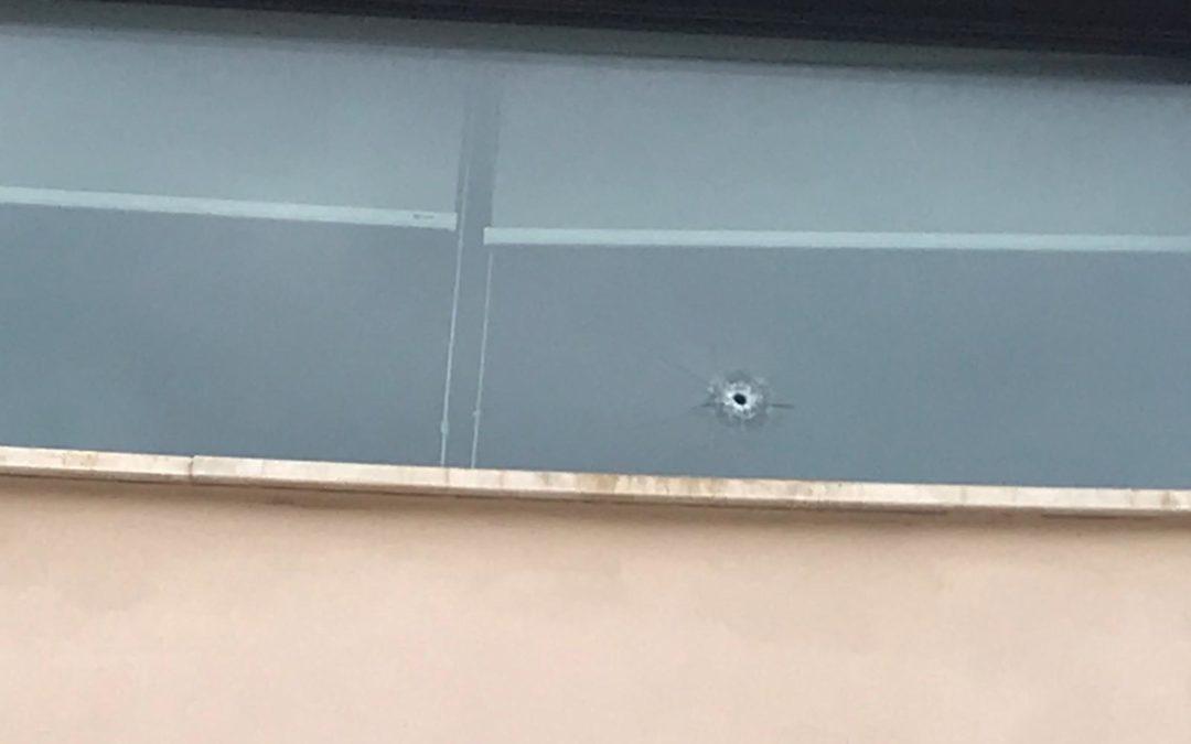 Cinque colpi di pistola contro le pareti e l'ingresso dello studio di un notaio materano