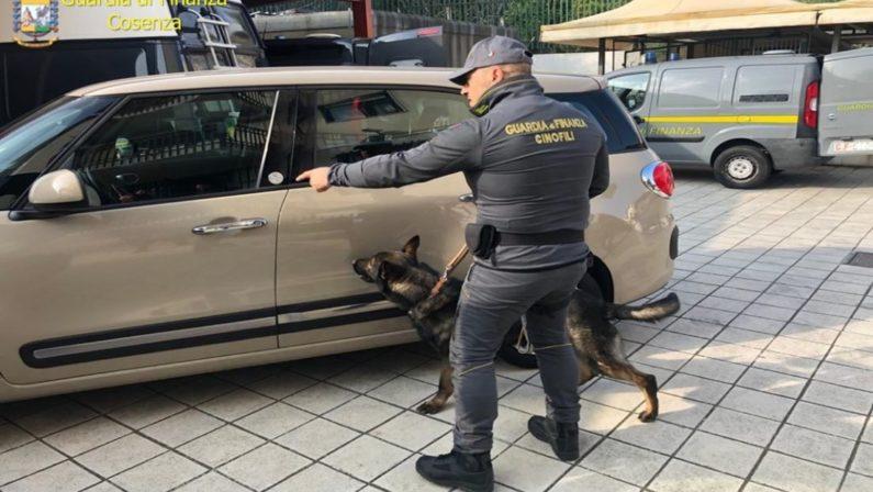 Tre panetti di eroina purissima in auto, due donne arrestate nel Cosentino