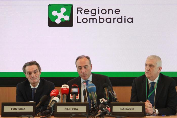 Attilio Fontana, Giulio Gallera e Luigi Caiazzo durante la conferenza stampa