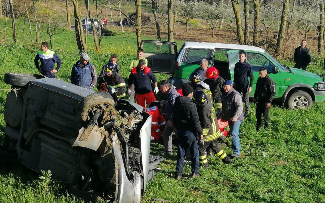 Incidente nel Vibonese: automobile si ribalta più volte, ferite due persone in maniera grave