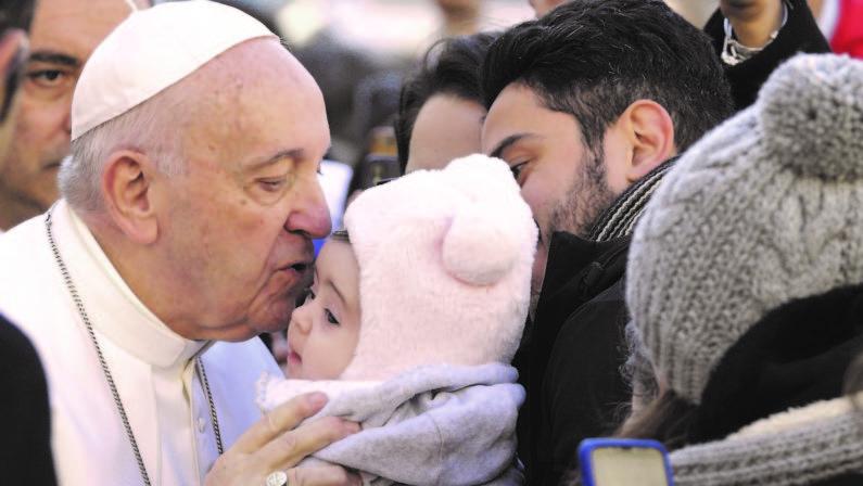 Il Papa a Bari incontra i vescovi dei 20 paesi mediterranei Francesco: «Mettere al bando gli armamenti e le guerre»
