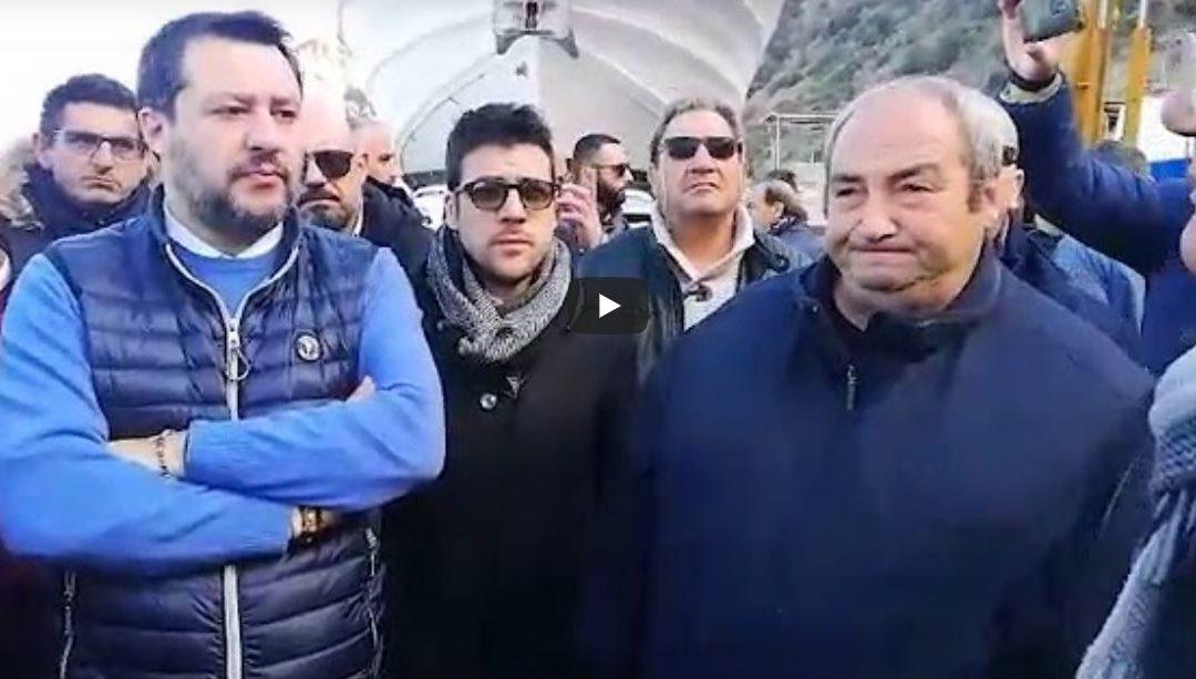 Ovazione per Salvini a Reggio Calabria: «Calabria prima tra le grandi regioni del Sud ad avere eletto la Lega in Consiglio».