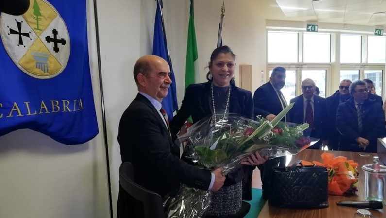 Regione Calabria, inizia l'era Santelli: insediamento tra fiori e dossier