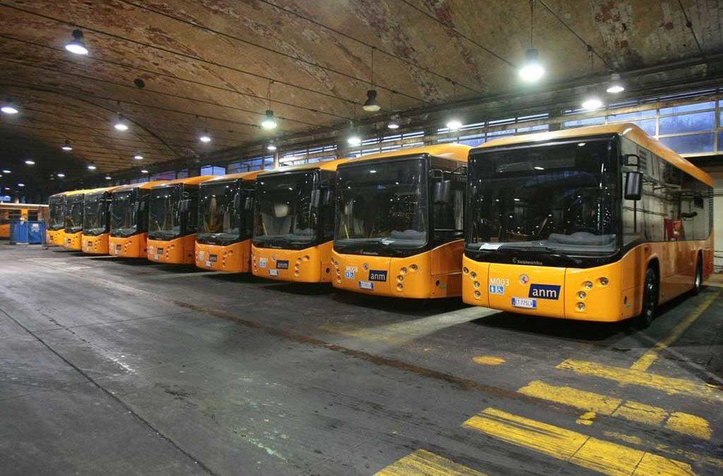 Coronavirus: pulizia straordianria dei bus  a Napoli, fermi 40% dei mezzi