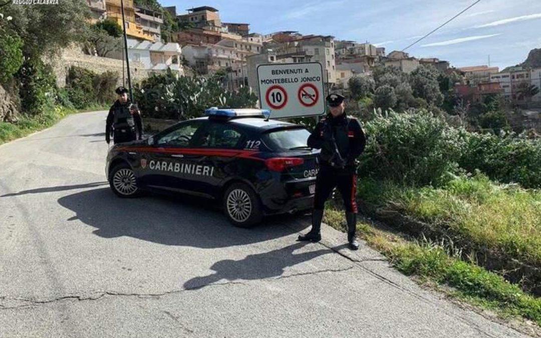 Un posto di blocco dei carabinieri a Montebello Jonico (foto di archivio)