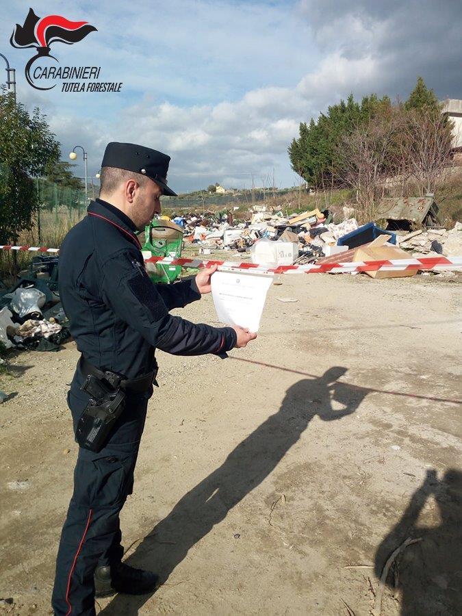 Scoperta una discarica abusiva all'interno dell'autoparco di un Comune in provincia di Cosenza