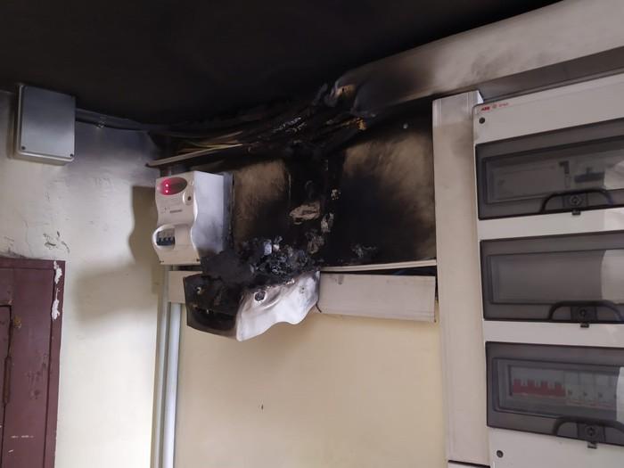 Principio d'incendio in un ufficio dell'Asp di Reggio Calabria, donna rimasta bloccata in ascensore