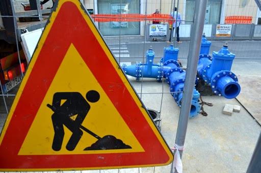 Guasto alla condotta idrica nel centro di Cosenza, allagamenti - VIDEO