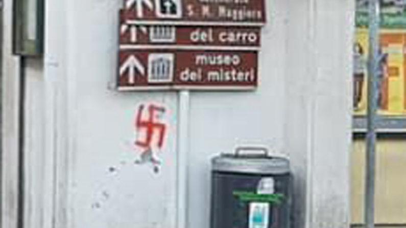 Svastiche e scritte naziste sui muri, vergogna a Mirabella