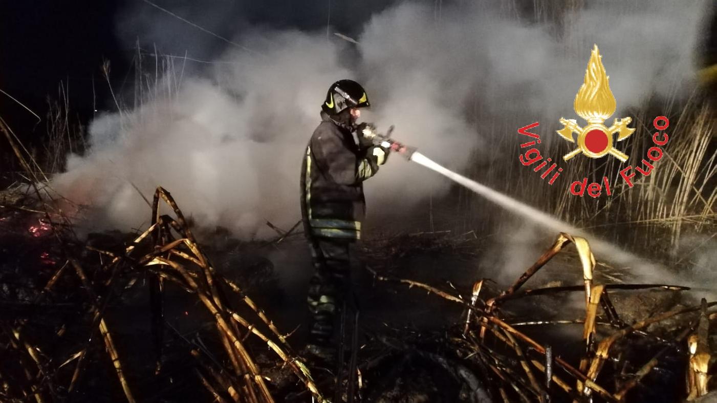 Incendio in un palazzo del Vibonese, fatte evacuare due famiglie
