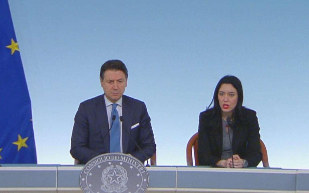 Il premier Giuseppe Conte e il ministro Lucia Azzolina
