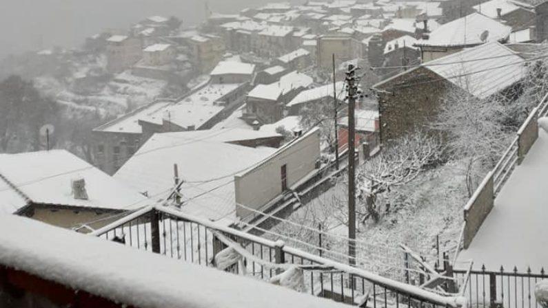 Torna l'inverno in Calabria: neve fino a bassa quota, pioggia e vento in pianura. Crollo delle temperature