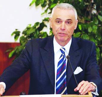 Il presidente del virologi europei: «La Lombardia ha sbagliato, troppi ricoveri in ospedale»