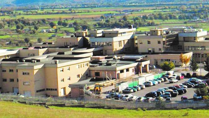 Coronavirus, tensione nella Val d'Agri, ritardi per la riapertura dell'ospedale Non ancora noto l'esito dei tamponi ai sanitari