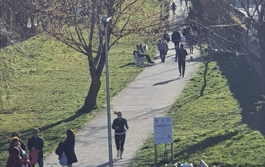 Potenza, assembramenti sul lungo Basento: un pomeriggio da irresponsabili. Il sindaco: «Incoscienti»