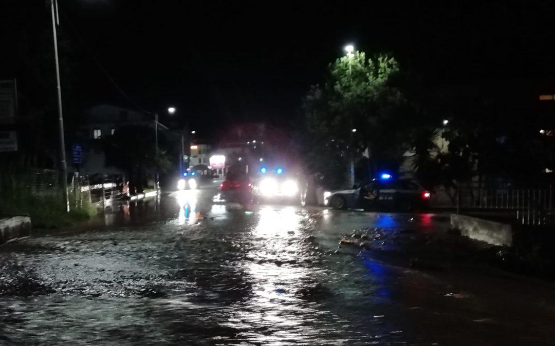 Maltempo nel Vibonese, una bomba d'acqua investe vari comuni: allagamenti in più punti – VIDEO